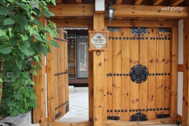 Gahoe Hanok Experience Center (Iris)