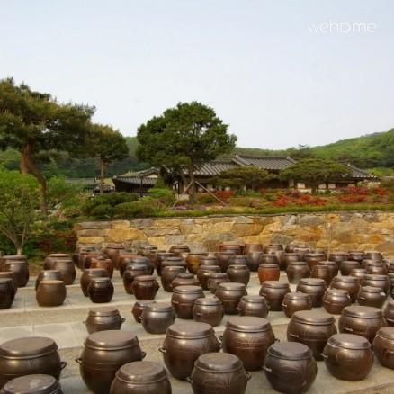 Hyojongdang soy jar landscape