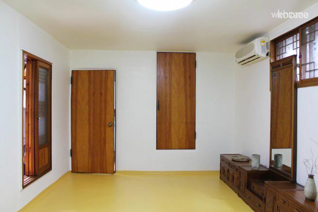 Mumum / Calm Layover Room 1