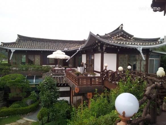 Beautiful hanok seemed to fly line