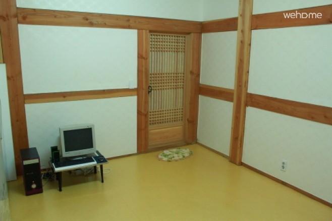 灵岩gurim传统韩屋寄宿赭石柏树室