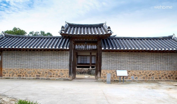 Bukchondaek_Calm House