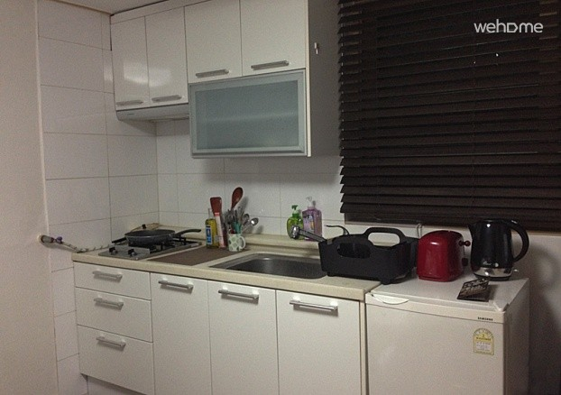 Toaster, Electric cattle, Pans, Pots, Kitchen utensils, Cups, Bowls, Dishes, Sink, Refrigerator etc.