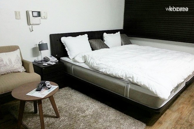 GANGNAM ECONOMY DOUBLE SUITE (2 ppl)