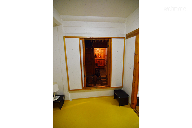 Space heling through Hanok, Pine Suite: Room For Double
