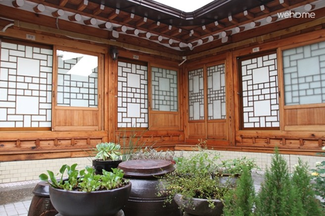 A Korean traditional house located in Bukchon Hanok Village : Triple