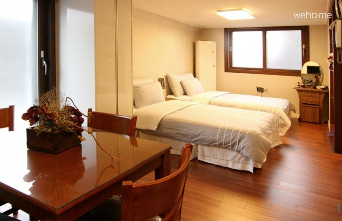 (Women only)B&B Chungdam Guest house , Family Residence