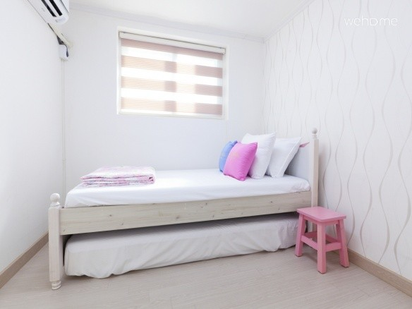 - Single Room (1 Single bed + 1 single mattress for the additional 2nd guest)