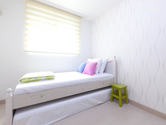 Single Room (1 Single bed + 1 single mattress for the additional 2nd guest + LED TV + Desk + Chair)