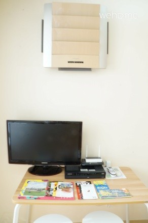 """Air-conditioner, 27 """"flat-screen TV (with cable channels) and free Wi-Fi"""