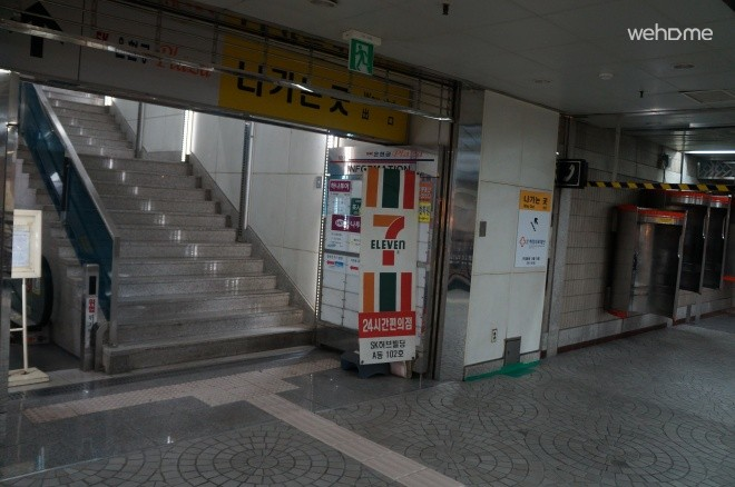 The entrance of the studio building connected directly to Anguk Station (B2)