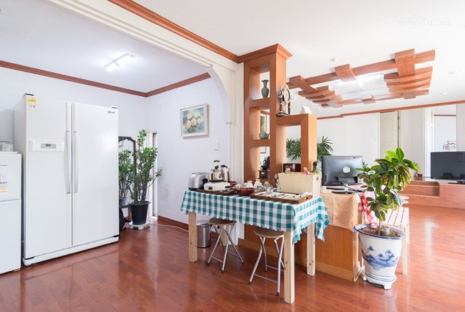 WHITE RABBIT Guest House