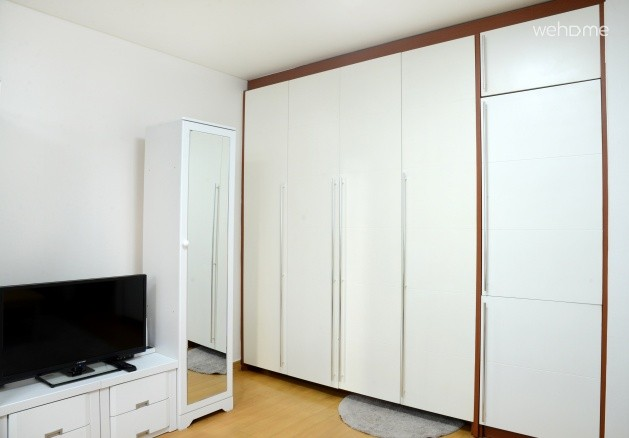 Studio 1min to Hongdae station (up to 3 PAX)