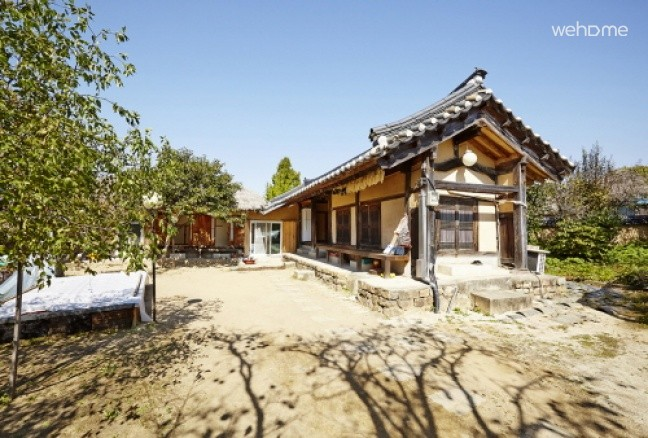 Riverside Bed and Breakfast, 200-year-old Hanok in Andong Hahoe Village - sarangbang