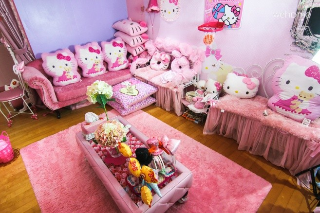 Hongdae strawberry pink guesthouse twin bedroom