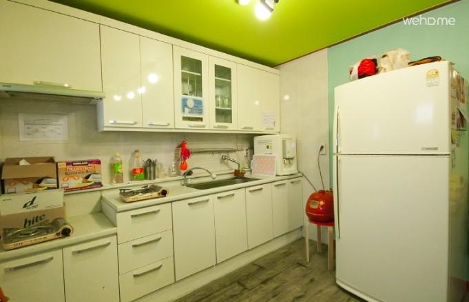 - Popcorn Hostel - Single room (private bathroom)