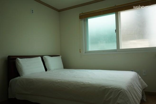 Hill edge ,quiet &fresh condo style,