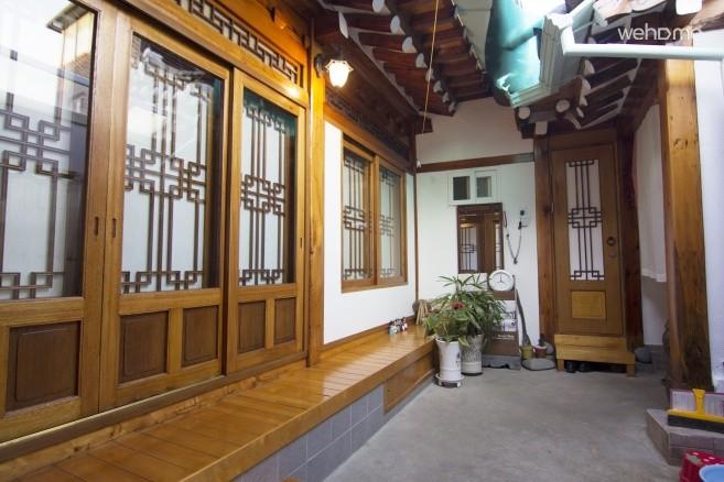 Bukchon _ Hanok Room for 6 Pax