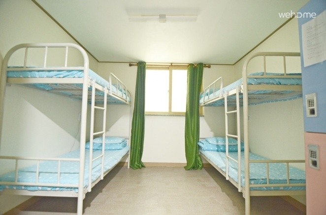 Kimchi Downtown Guest House, 4 persons dorms (mixed or women only)