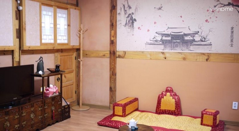 Located between Changdeokgung Palace and Jongmyo Hamill Hanok _ dokchae