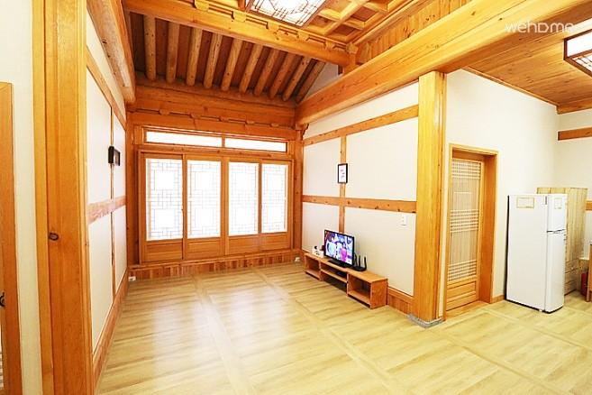 Yeongam, south-facing re Hanok Experience [Long live room]