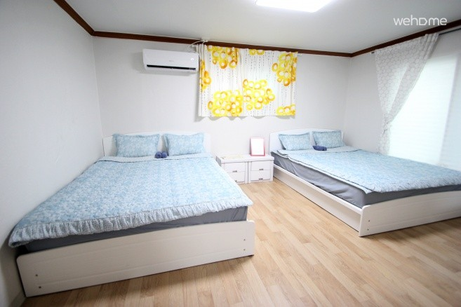 Family RM w/4Beds, 4mins Stn, Wifi, breakfast