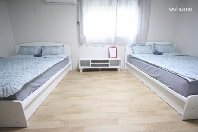 Quad room, 4min, Free keeping, WiFi, Breakfast