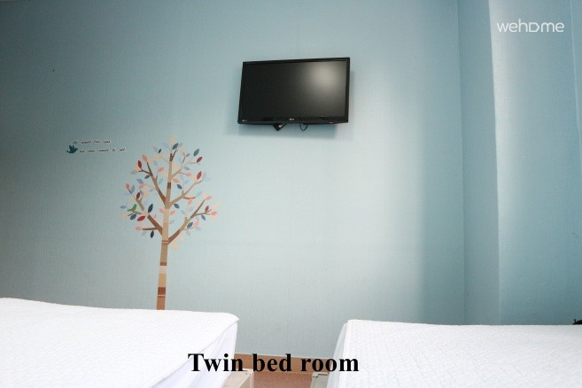 Well Plus Twin Bed D.S. Room