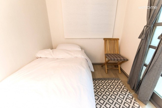 Clean house with 3rooms, 1min from subway station