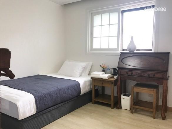 2F Private Room (201)