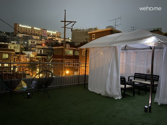 3 min @Itaewon Stn - Pl. Modern Tasty (w/ rooftop)