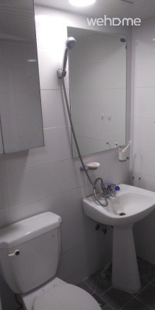 Bright and Clean Private Room Conveniently Located