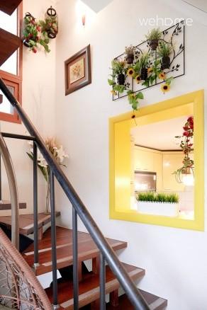 1st to 2nd floor (internal stairs) Family Friends Travel Gangnam Namsan Transportation Convenient